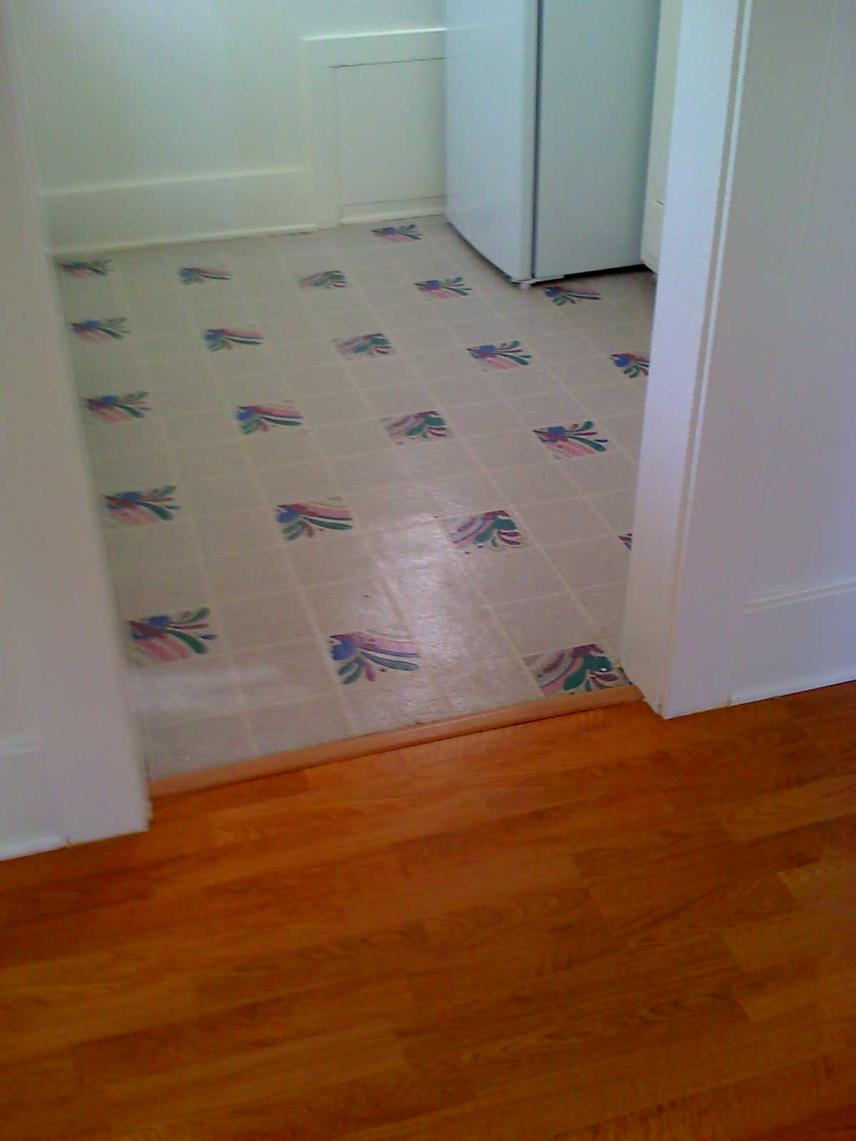 Linoleum services b t carpet and linoleum for Lino that looks like laminate flooring